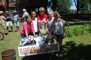image of lemonade stand girls